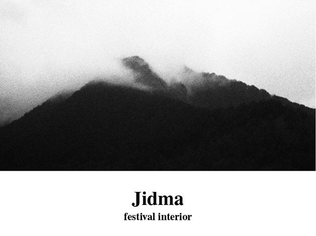 imatge del cartell del festival : un volcà amb boira