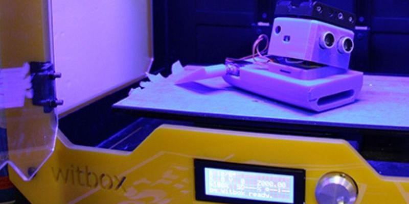 Robot realitzat en 3D, dins la impressora.